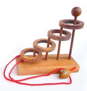 Rompecabezas de madera con cuerda